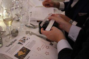 Lösen Sie gemeinsam im Team die vielen Rätsel beim mobilen Escape Game in Ihrer Firma
