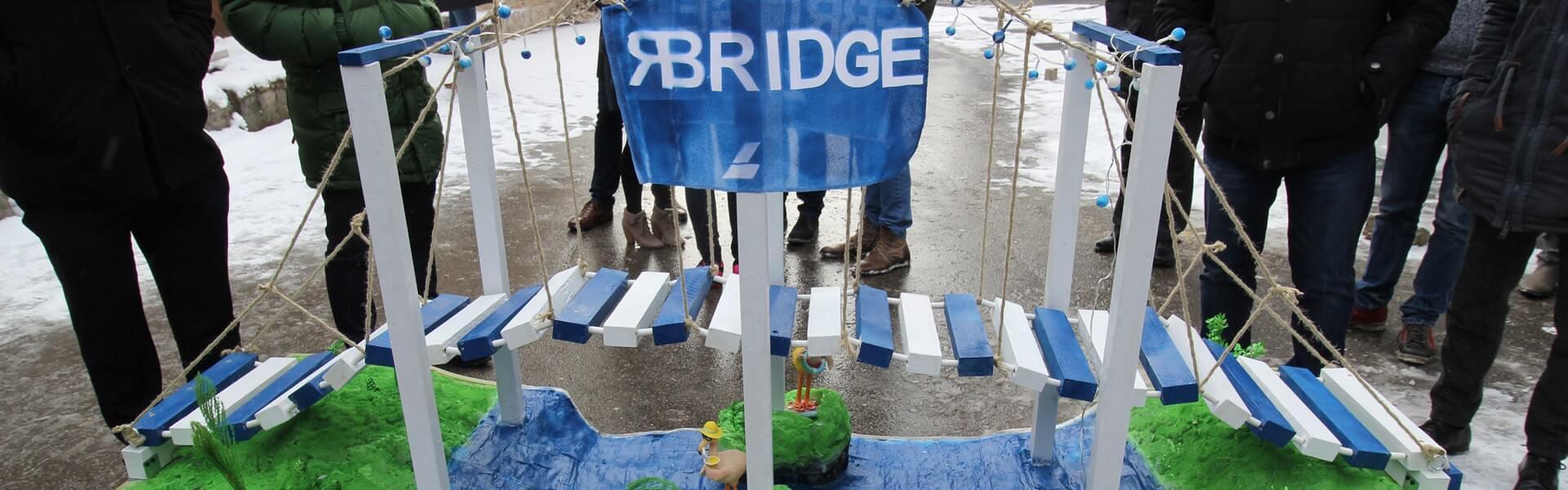 Brücken bauen als kreatives und strategisches Teambuilding Event mit b-ceed