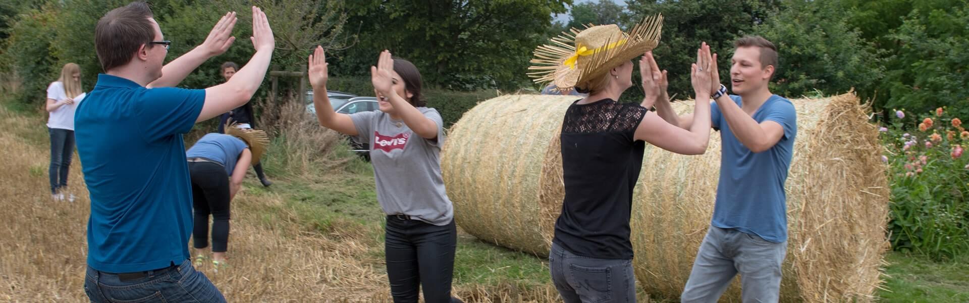 Teamtag auf dem Bauernhof mit Bauernhof Olympiade ist es das perfekte Teambuilding mit b-ceed