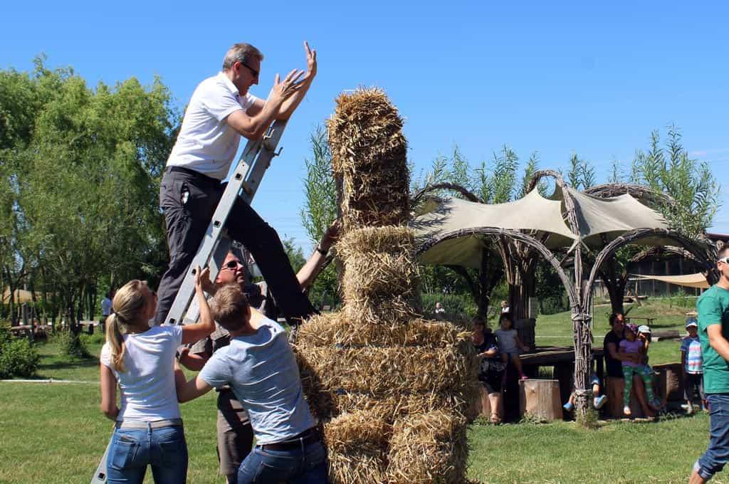 Gemeinsam im Team etwas Großes erschaffen bei der Bauernhofolympiade von b-ceed