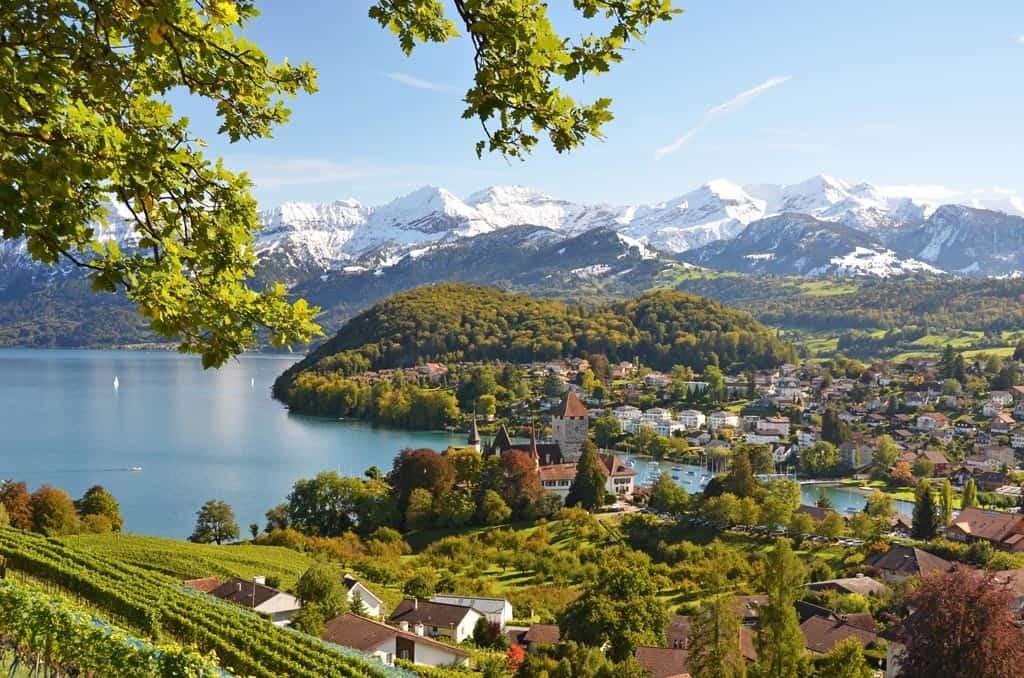 Die Schweiz birgt wunderschöne Tal Landschaften, die Sie bei einer Incentive Reise mit b-ceed kennenlernen.