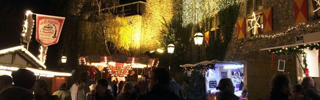 Burg Weihnachtsstein mit Rittergelager und Tischregularien weihnachtsfeier b-ceed