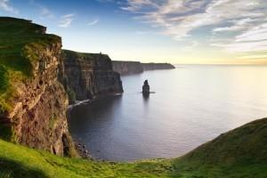 Frische irische Meeresluft an den Klippen von Moher schnuppern