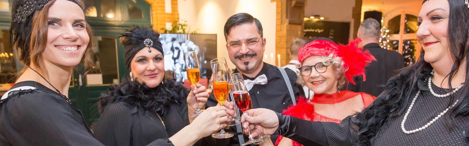 Firmen Motto Weihnachtsfeier im Golden Gatsby Stil b-ceed events