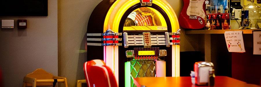 Das kreative Rockabilly Jukebox Firmenevent mit b-ceed!