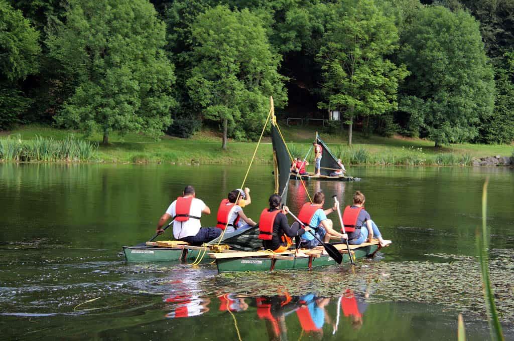 Floßbau als Teambuilding Modul zum Event mit b-ceed.deutschlandweit