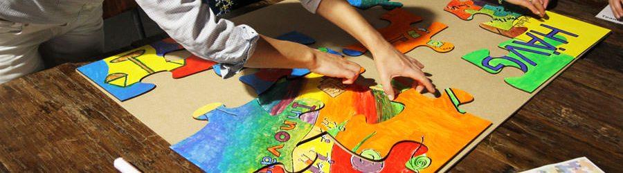 Gemeinsam kreativ werden beim Puzzle Painting mit b-ceed
