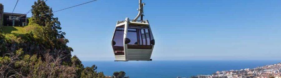 Aussicht auf die Stadt und auf Meer Madeiras genießen