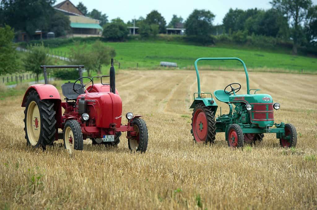 Traktor Rennen und Fahrten als Idee für die Bauernolympiade