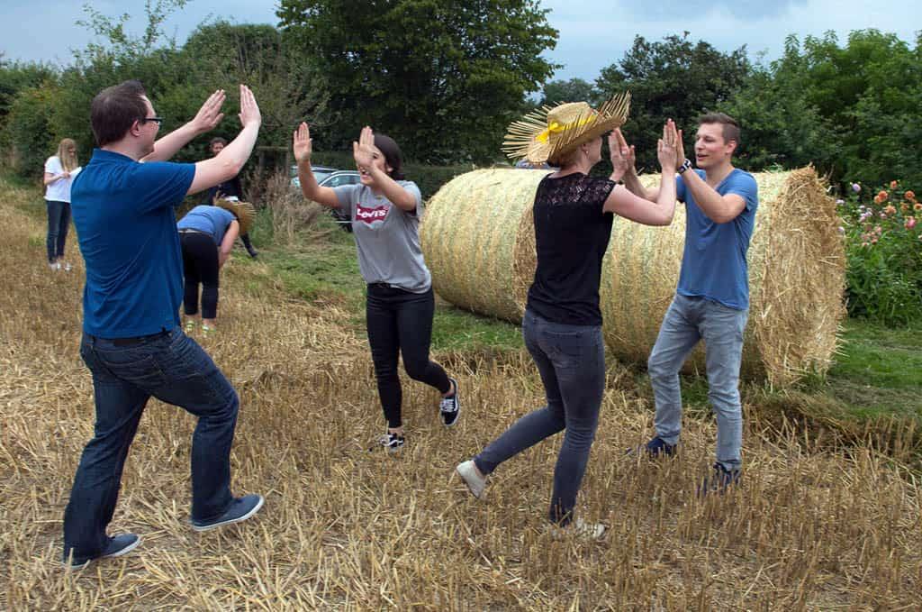 Bauernhof Event pur - Landlust entdecken: Eine sommerlich-rustikale Bauernolympiade mit Barbecue und Vollgas von b-ceed.