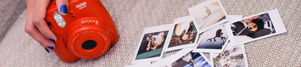 Der Weihnachts-Comic mit Polaroid und Accessoires zur Weihnachtsfeier mit dem Team | b-ceed: events