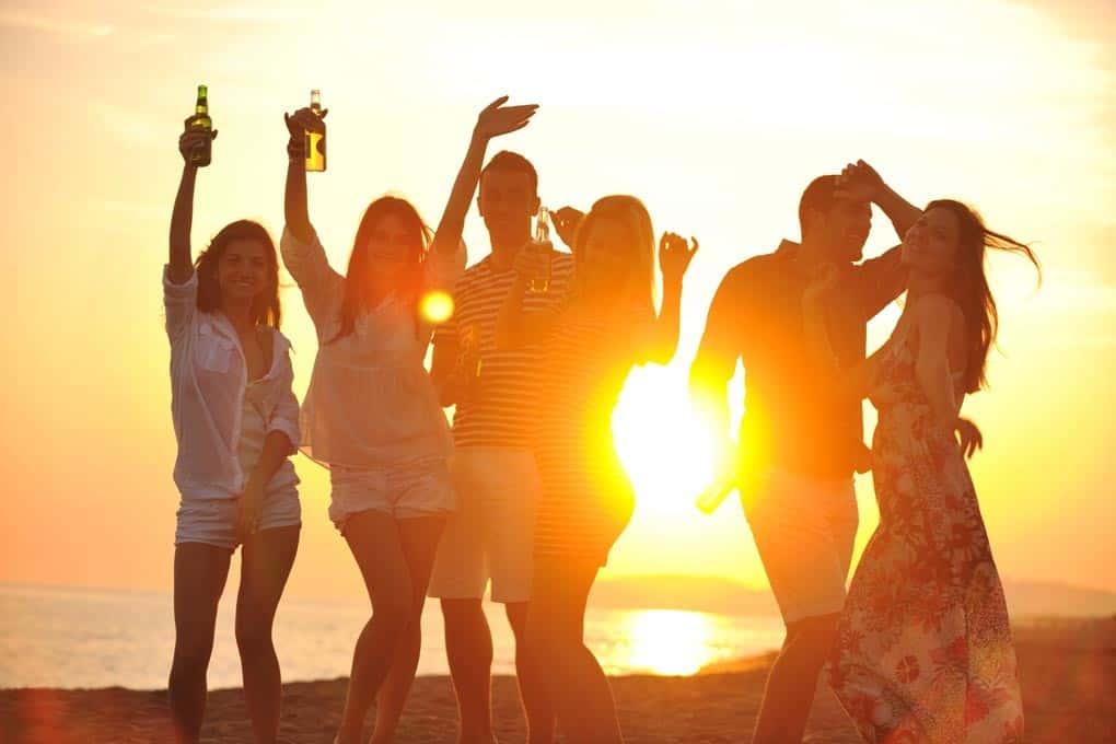 Auf Sylt in den Sonnenuntergang feiern