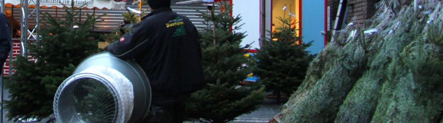Oh Tannenbaum schlagen heißt es bei Ihrer Weihnachtsfeier auf dem Firmengelände mit der mobilen Tannenbaumschulugen zur Weihnachtsfeier | b-ceed: events