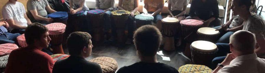 Teambuilding mit Musik und Taktgefühl: Drum Boo Laya von b-ceed