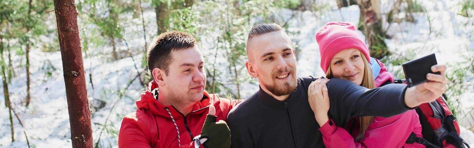 Gruppenbilder und Rätsel lösen bei der Weihnachts-Rallye als Weihnachtsfeier