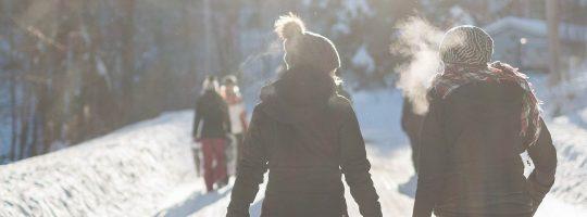 Wanderung durch die Winter-Natur mit Glühwein Weihnachtsfeier Idee b-ceed events
