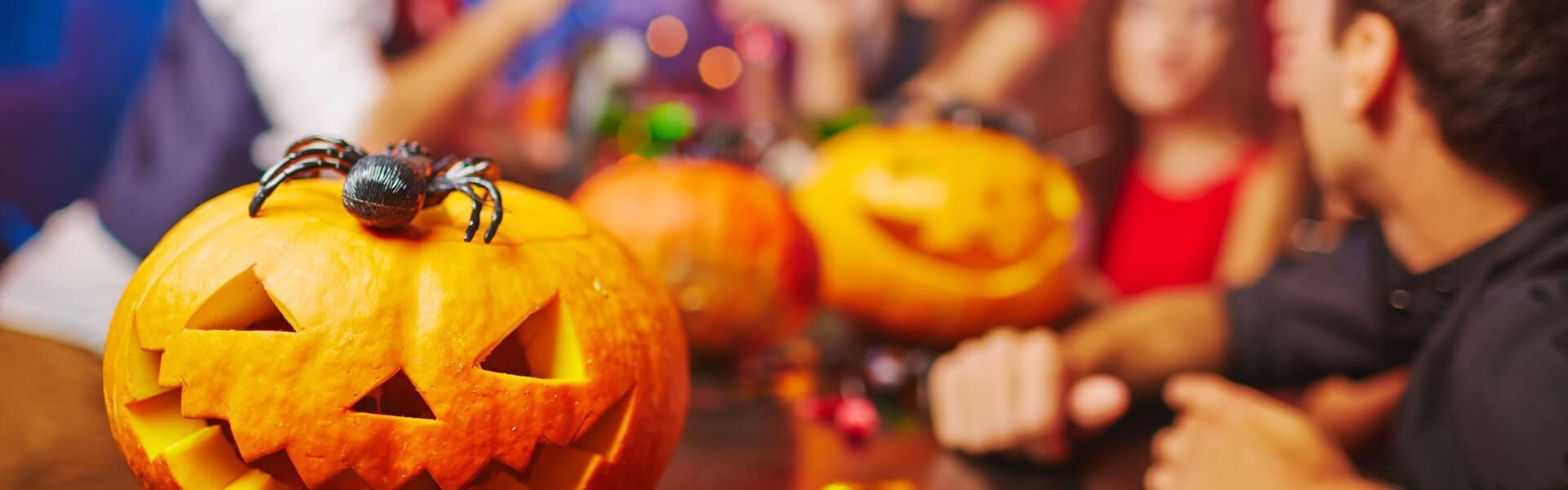 Aufregende Halloween Motto Party mit Dekoration und schaurig-schönem Entertainment von b-ceed