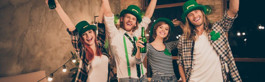 Real Irish Christmas Party mit irischen Accessoires als Weihnachtsfeier Idee mit Motto b-ceed events