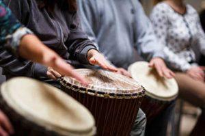 Trommel Workshop: ein Event gegen Frust und für einen gemeinsamen Rhytmus in der Firma.