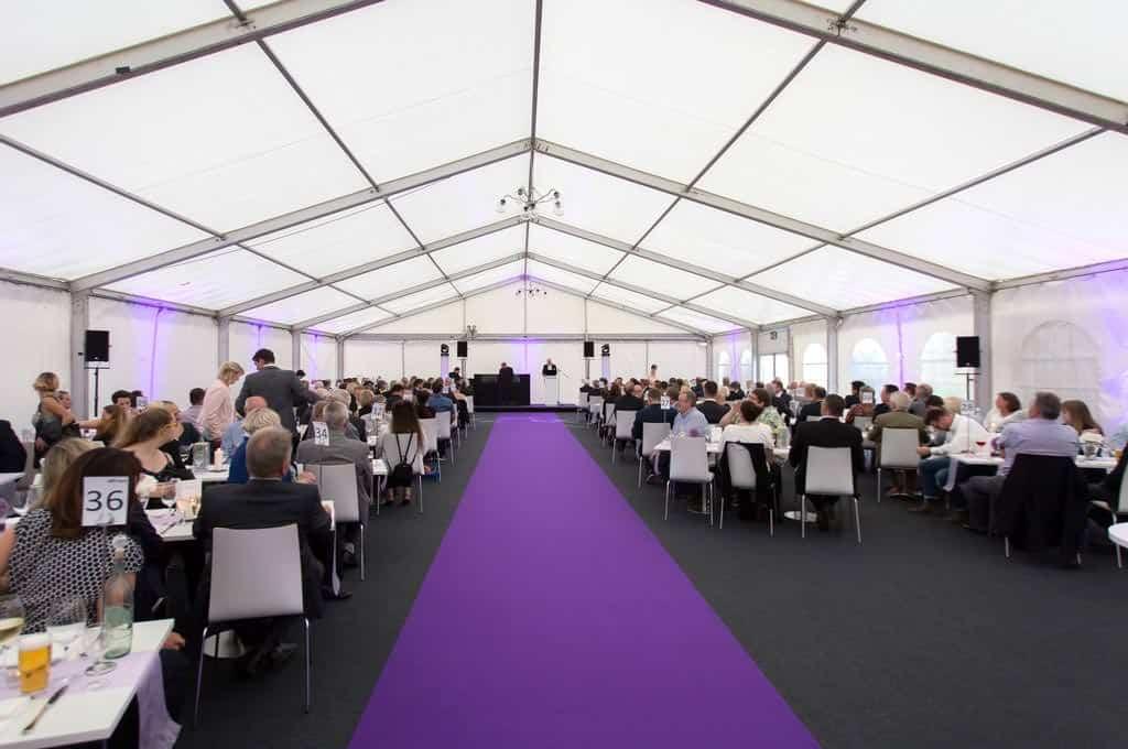 full service event management b-ceed: zelt bauen, bodenverlegung, teppich