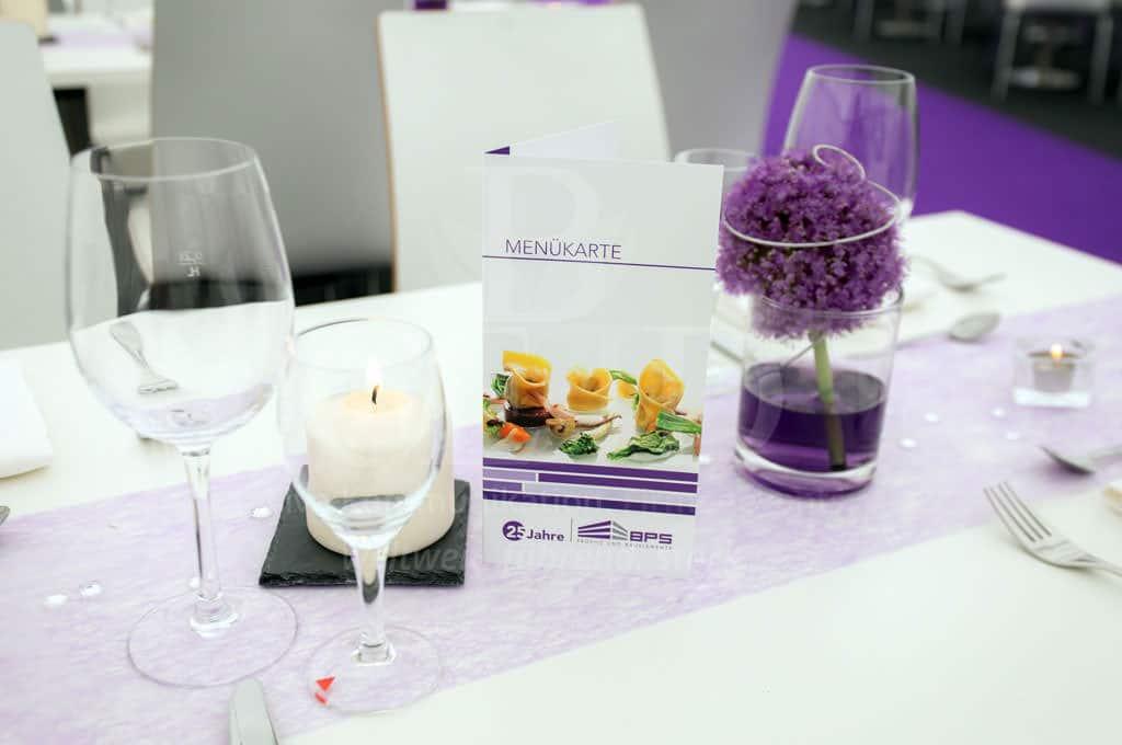 White Night Dekoration mit passenden Kundenfarben für das Jubiläum mit b-ceed: events