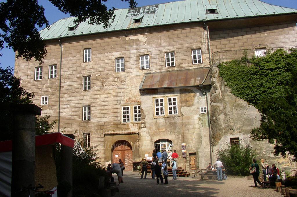 Burg Houska: einer der Top Lost Places in Europa mit b-ceed: travel erkunden