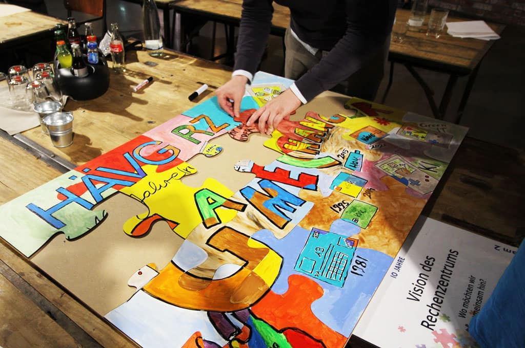 Teambuilding Events von b-ceed mit Teampuzzle Painting - Kreative Team Coachings und Workshops von b-ceed