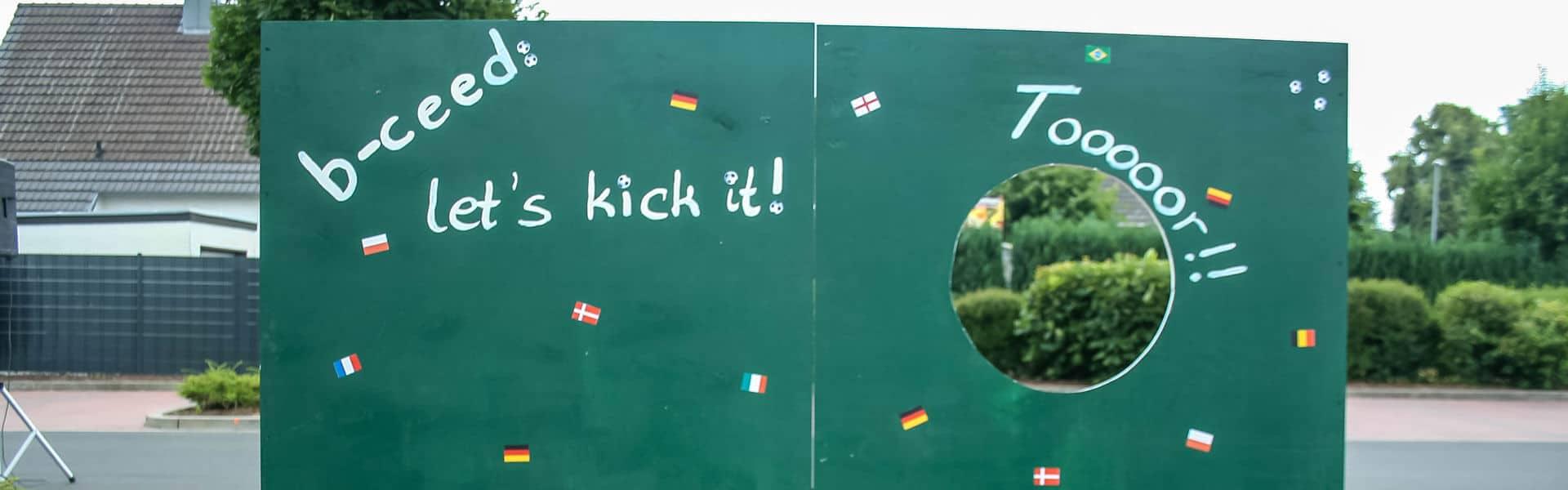 Das Motto Event zur Fußball EM 2020: Ihr Fußball Dorf mit b-ceed
