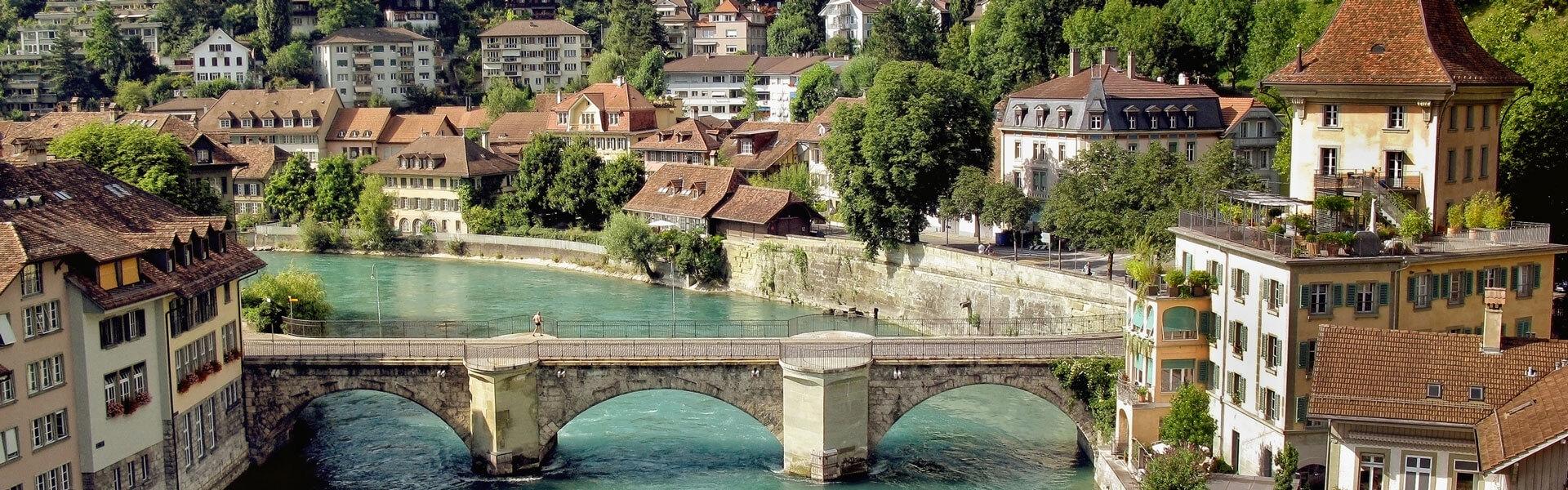 Im Schweizer Karton Bern die Aare und Altstadt kennenlernen