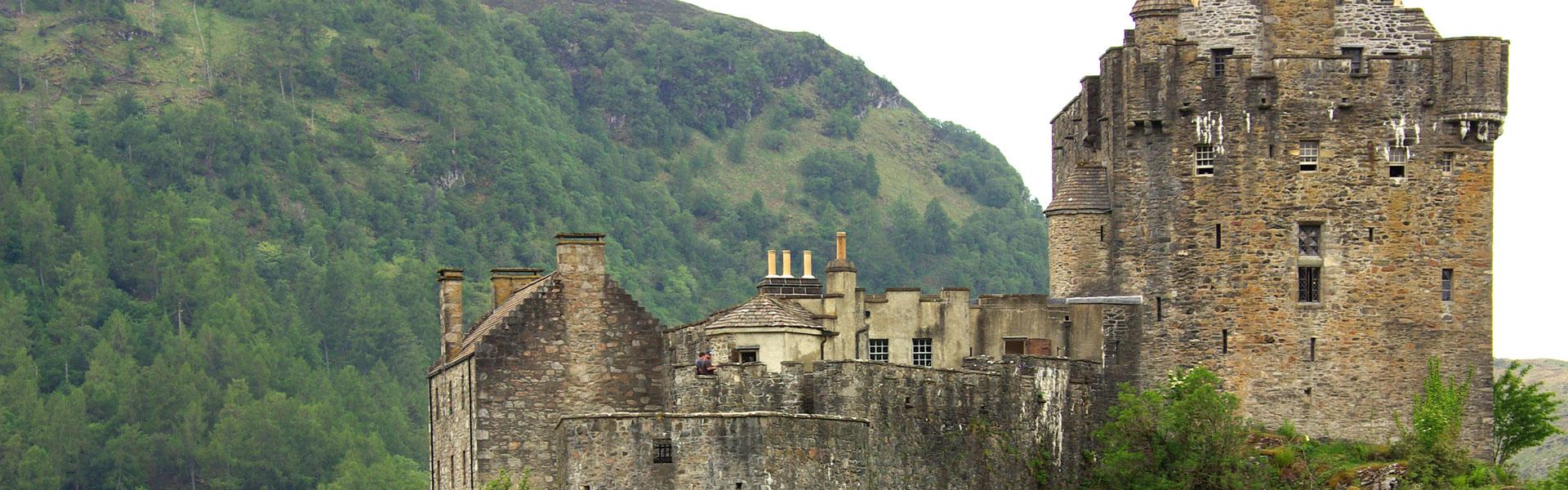 Sightseeing verschiedener Burgen und Burgruinen in Schottlands Landschaften