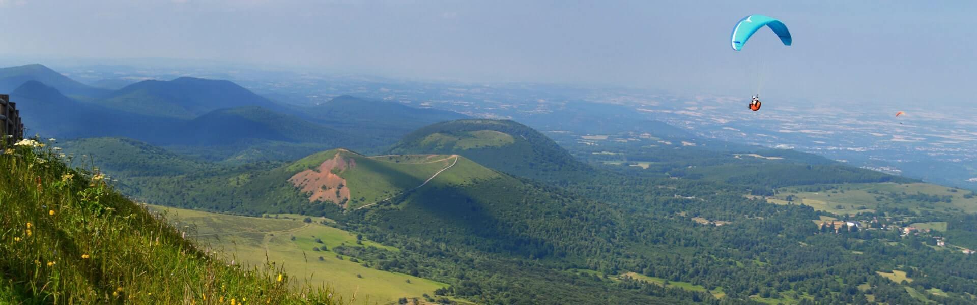 Firmenreisen und Incentive Trips von b-ceed: in die Auvergne Parasailing machen mit b-ceed