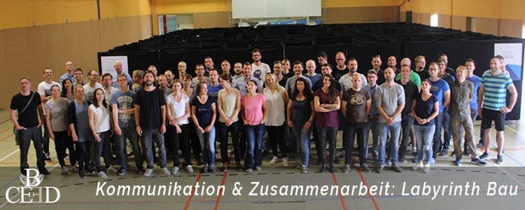 Kommunikation und Zusammenarbeit beim Labyrinth Bau fördern. Ein Teambuilding in Bonn von b-ceed