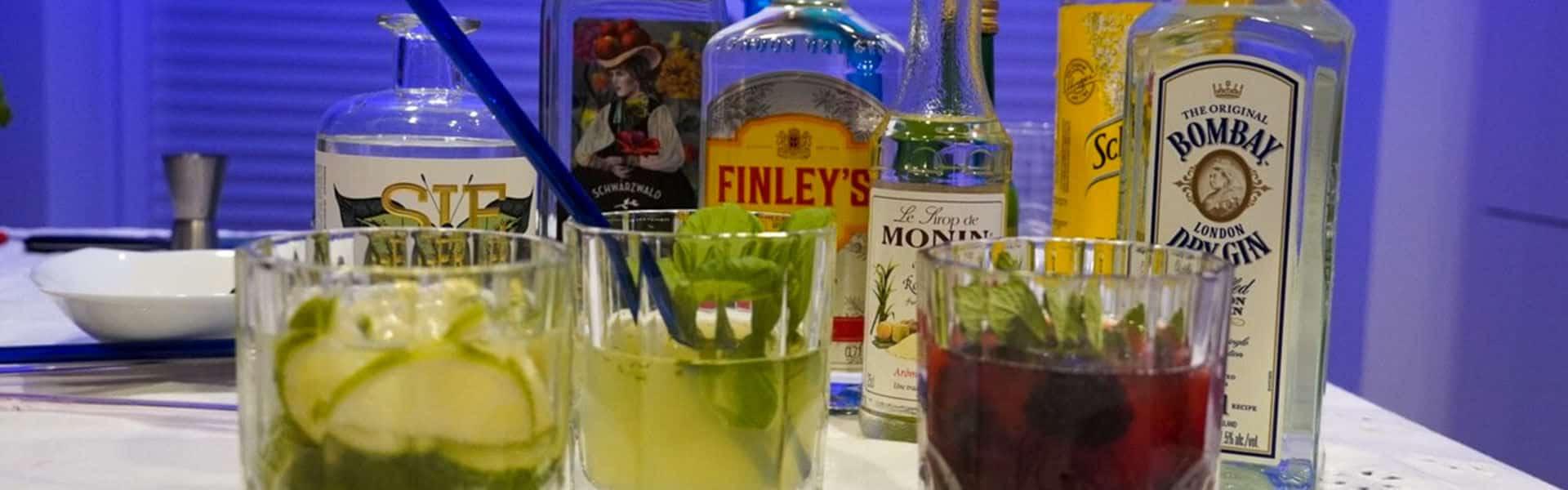 Cocktails selber mixen beim online Cocktailkurs als Teamevent von b-ceed